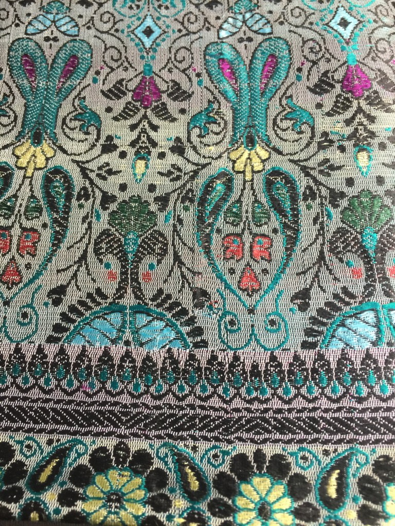morrocan silk pillows4